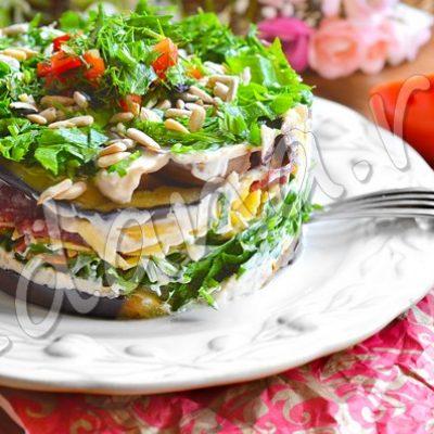 Слоеный салат «Баклажанная нежность» с салями