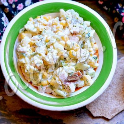 Салат «Краски лета» с кукурузой и курицей