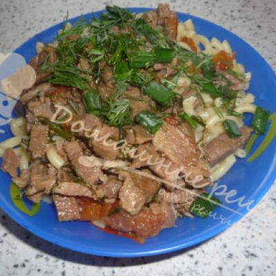 Гуляш из говядины с подливой по домашнему рецепту