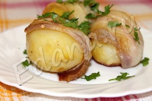 Картофель печенный в сале