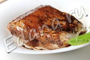 Натрите мясо маринадом