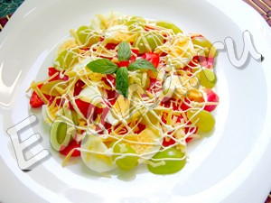 рецепт салата с виноградом и сыром