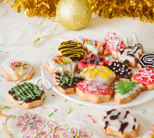 Печенье «Фигурное» на елку с красочной помадкой