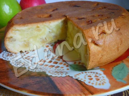 Шарлотка с яблоками в мультиварке: фото-рецепт