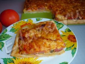 Колбасная пицца с грибами