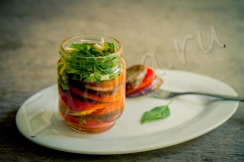 Закуска из баклажанов с кольцами помидоров на зиму