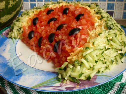 Салат «Арбузная долька» — имитация разрезанной ягоды