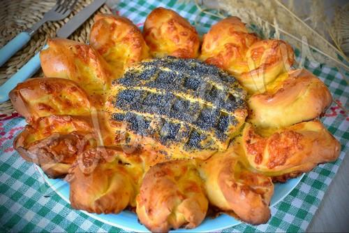Сырно-мясной пирог из дрожжевого теста «Подсолнух»