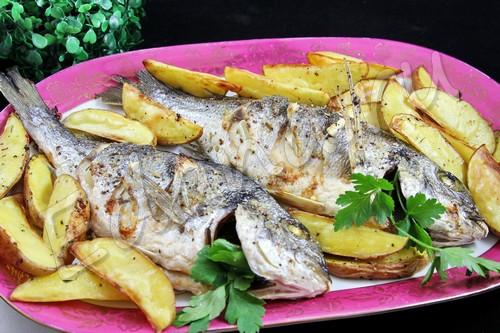 Дорада «По-итальянски» с розмарином, запеченная в духовке