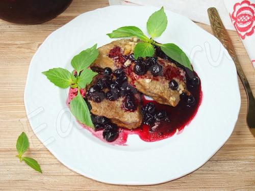 Запеченная телятина под смородиново-винной «шубкой»