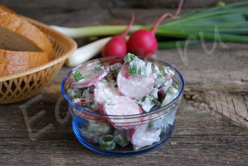 Салат с редиской «Яркая зелень под шубкой»