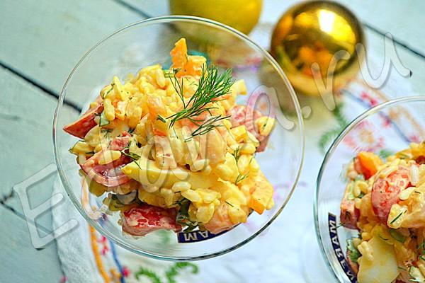Салат с брюшками семги, болгарским перцем и рисом