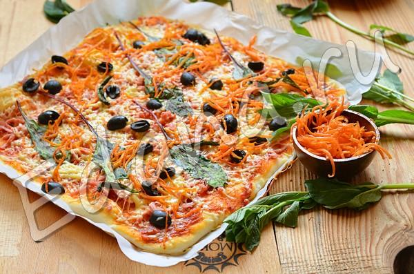 Колбасно-сырная пицца с корейской морковью
