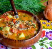 Суп с консервированной килькой в томате: «уха» по-студенчески
