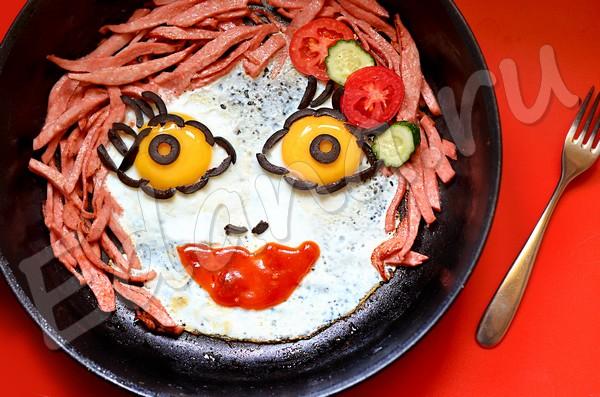 Глазунья с вареной колбасой для детей-эстетов