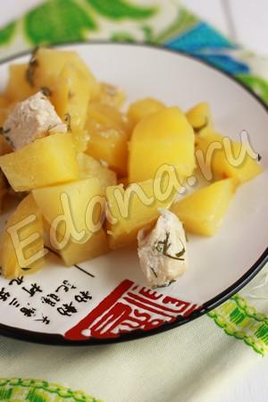 Картофельное рагу с куриной грудкой готово