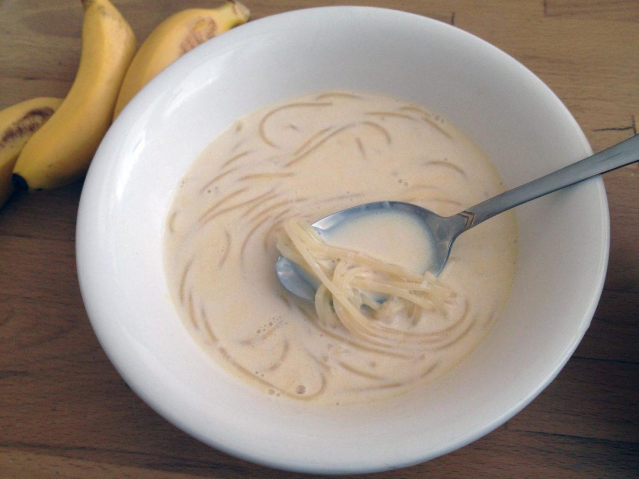 Молочный суп с куриным филе и вермишелью
