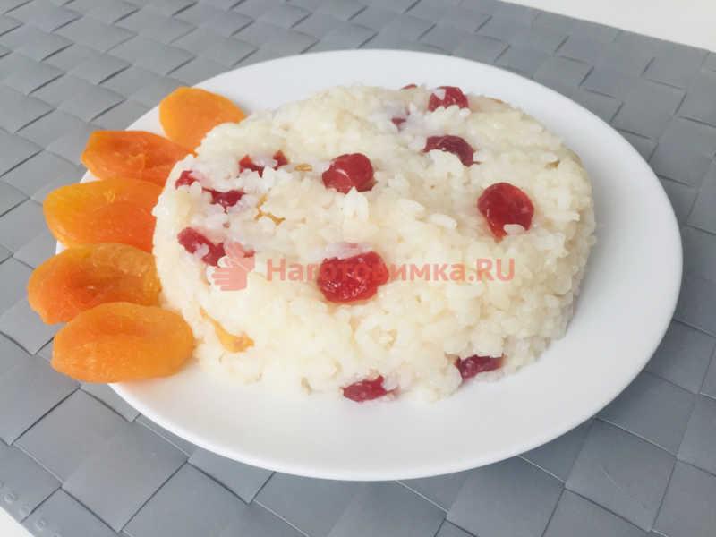 Кутья — сладкий рис с изюмом и курагой