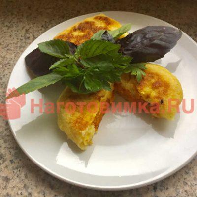 Картофельные зразы с овощной начинкой и курагой
